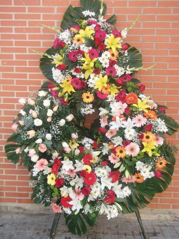 Corona fúnebre de tamaño con cuatro centros