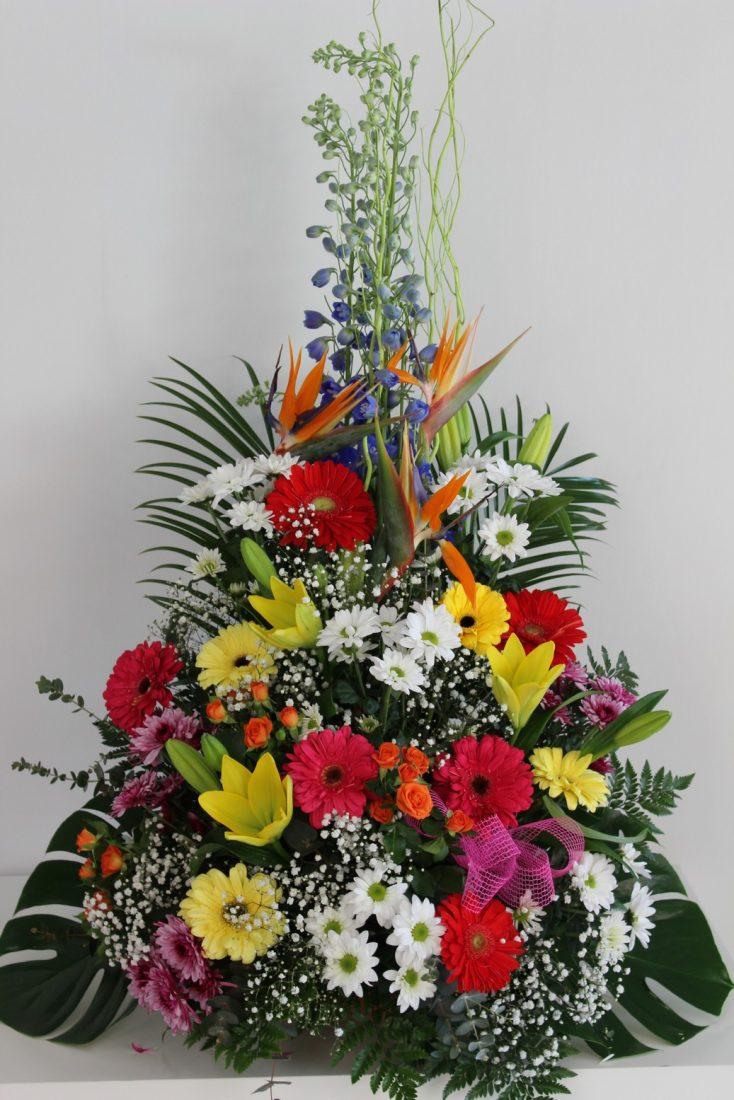 centro de flores variadas clásico