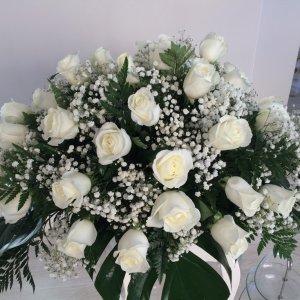 Centro fúnebre de rosas pequeño