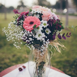 Ramo de flores variadas en tonos suaves