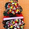 corona fúnebre variada de colores