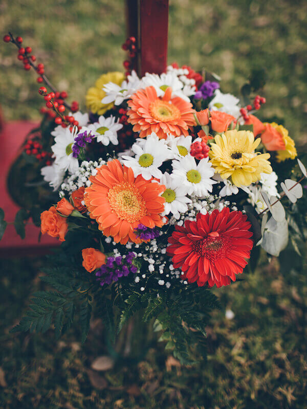 ramo de flores primaveral de muchos colores