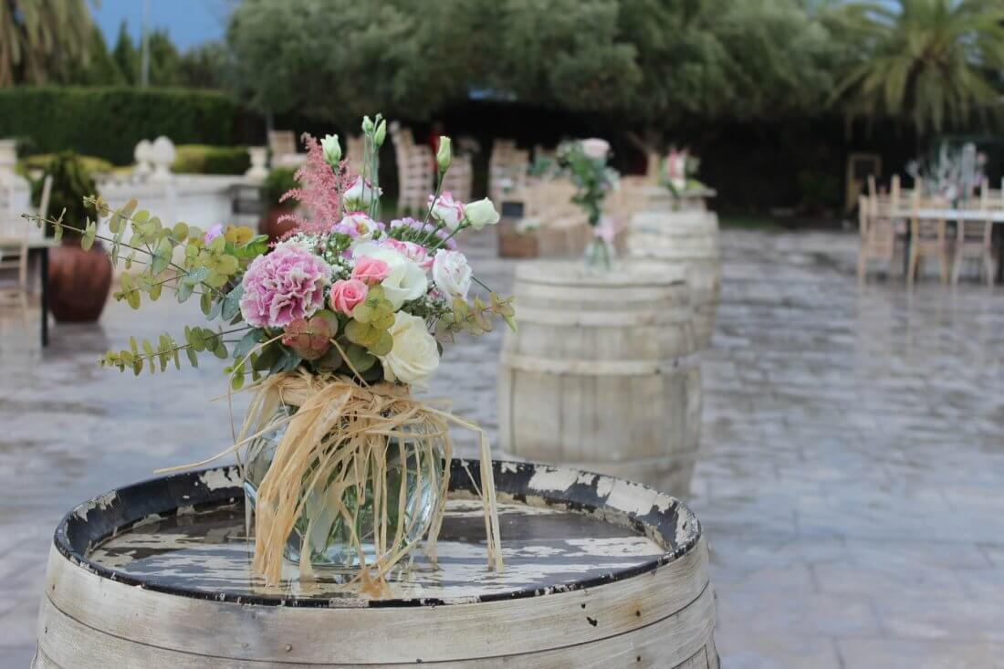 flores para las mesas del cóctel en masías y salones