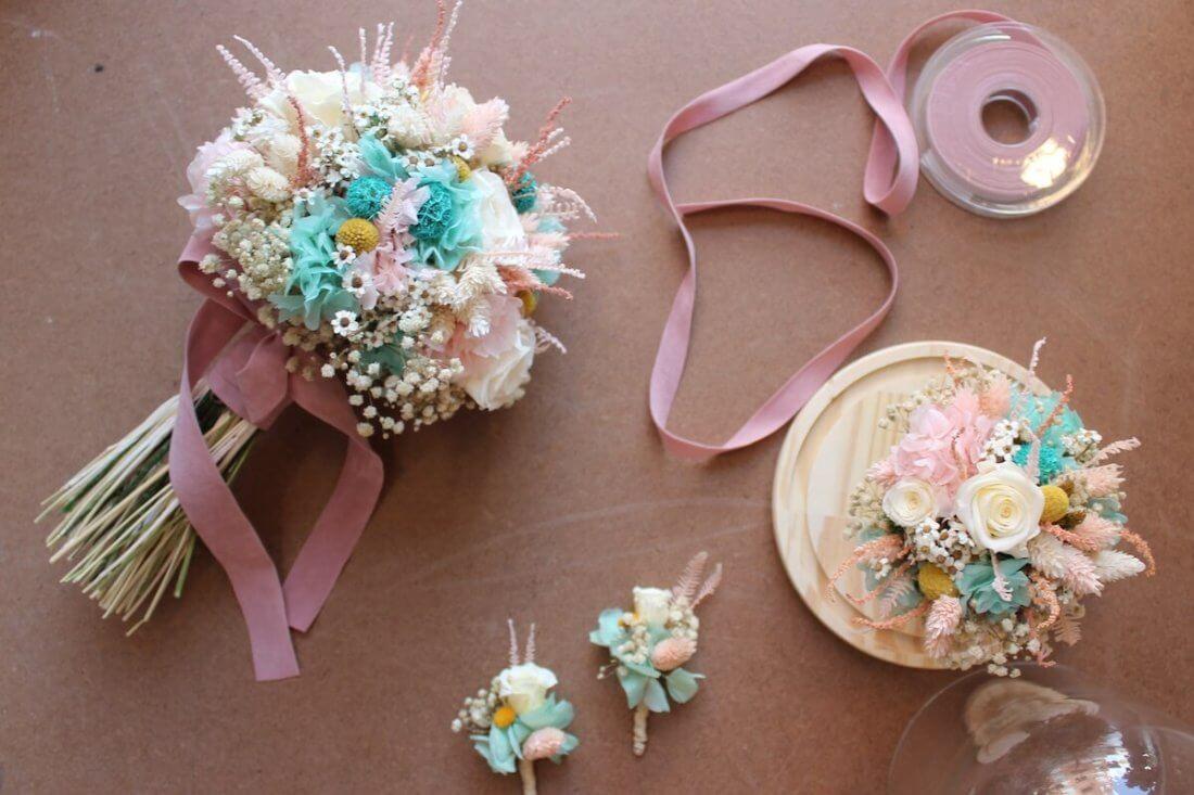 ramo de novia preservado con su réplica y boutonnières