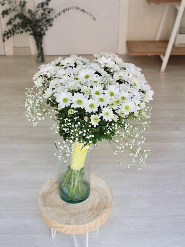 bouquet pequeño de margaritas blancas