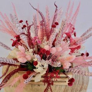 Caja de flor seca rosada