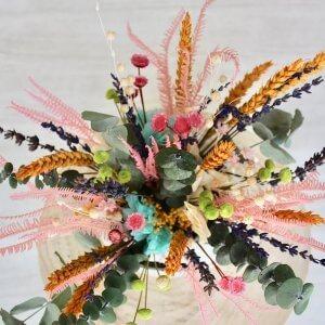 Tetera con flores secas
