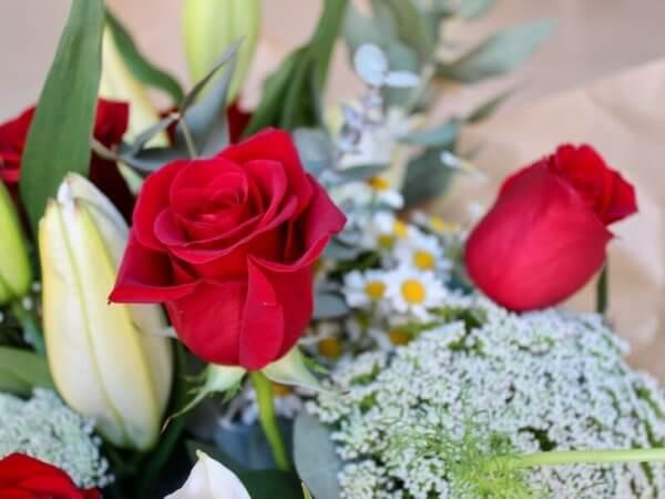 ramo silvestre con rosas