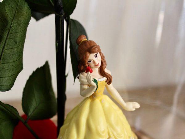Rosa eterna Bella dentro d ela urna de cristal para regalar
