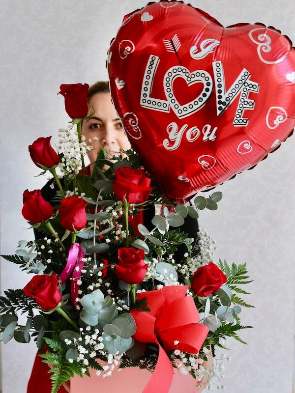 caja de rosas rojas a domicilio
