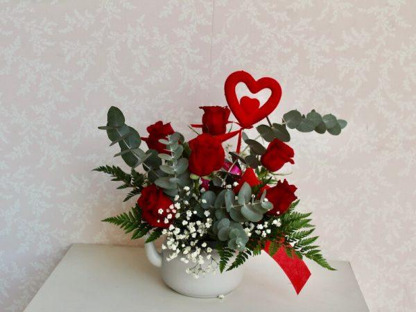 Tetera con rosas rojas para regalar en San Valentin