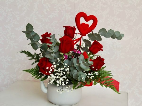 Tetera con rosas rojas a domicilio en Valencia