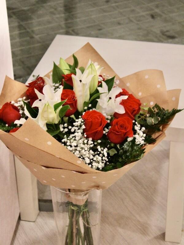Ramo de rosas y lilium para regalar en Valencia