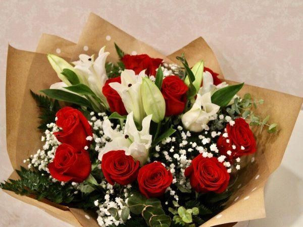 Ramo de rosas y lilium para regalar en Aldaia