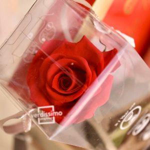 Caja con rosa romántica